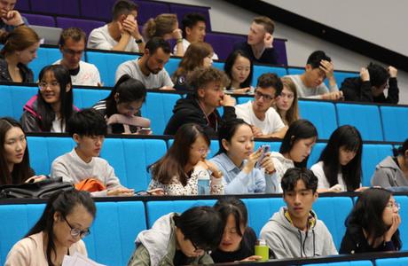 Rekordmanga vill studera i var